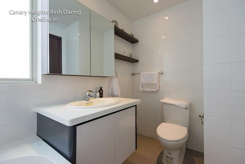 phòng tắm WC có bồn tắm riêng Canary Heights