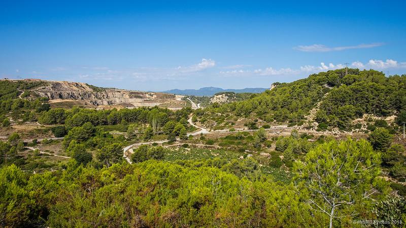 La Serra del Montmell-Marmellar subiendo hacia el castillo de Olèrdola