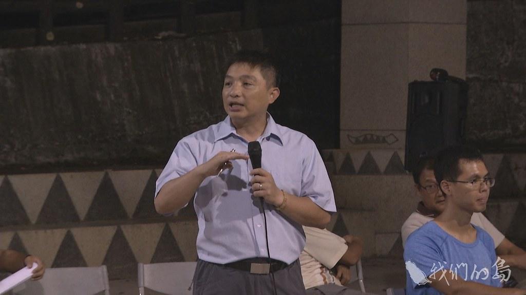 975-2-17台東林區管理處副處長向村民說明,目前的伐木政策。