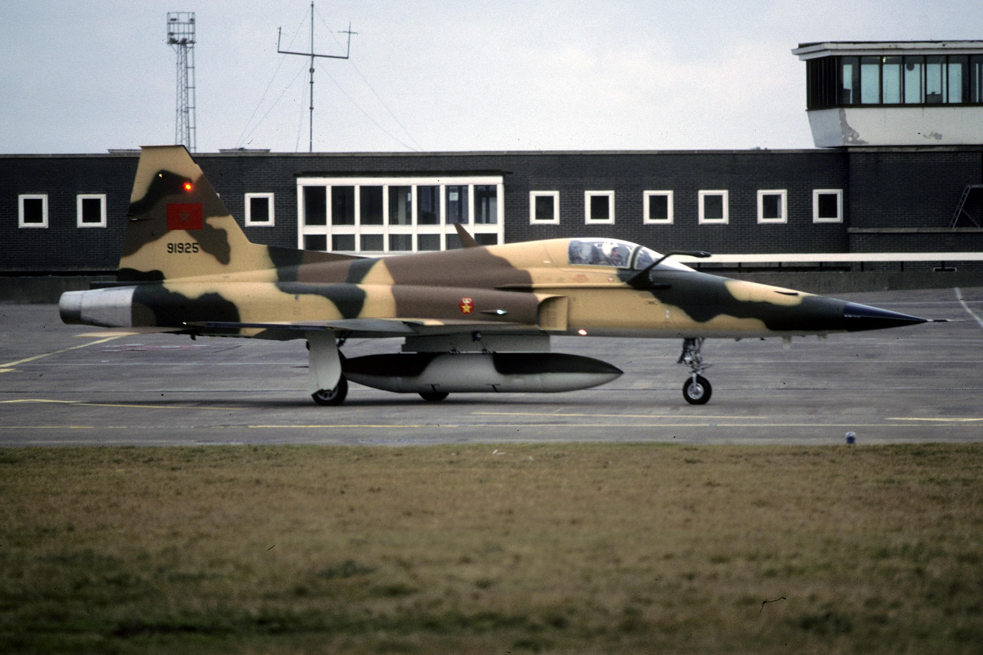 F-5A/B/E et F des FRA / RMAF Northrop F-5 Tiger III - Page 21 31901948558_39e32c73a5_o