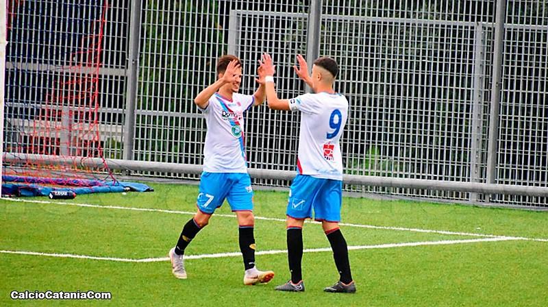 Boffano e Di Stefano festeggiano dopo il goal segnato (foto di Daniele Sicilia)