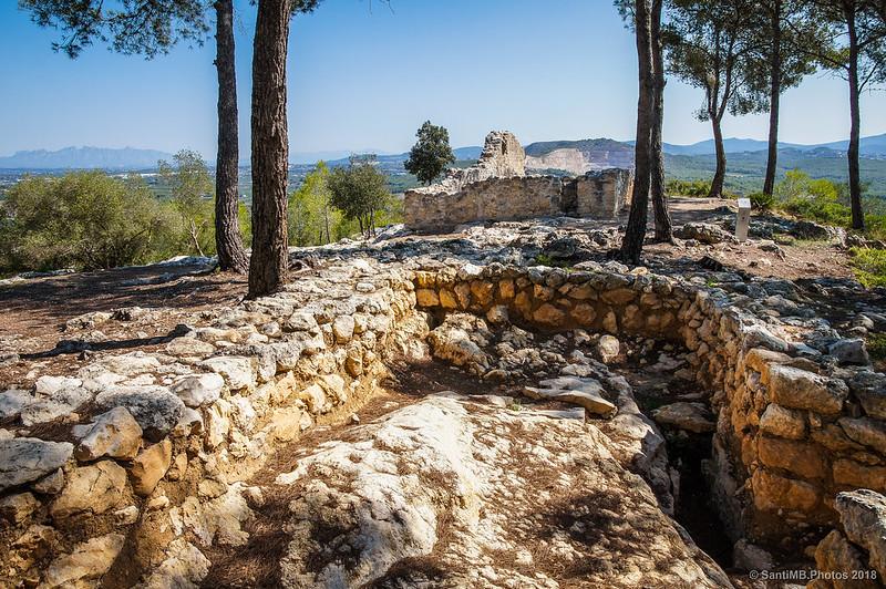 Muros de una vivienda medieval en el Pla dels Albats