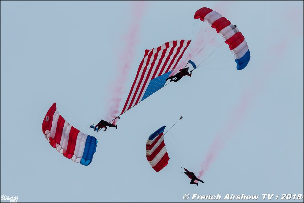 Patriot Parachute Team Navy SEAL veterans EAA AirVenture Oshkosh 2018 Wisconsin Canon Sigma France contemporary lens Meeting Aerien 2018