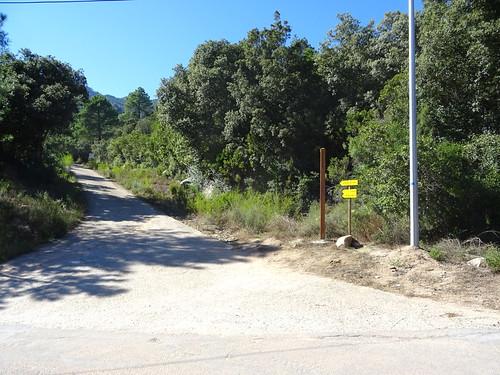 Panneaux au départ de la piste de Luviu