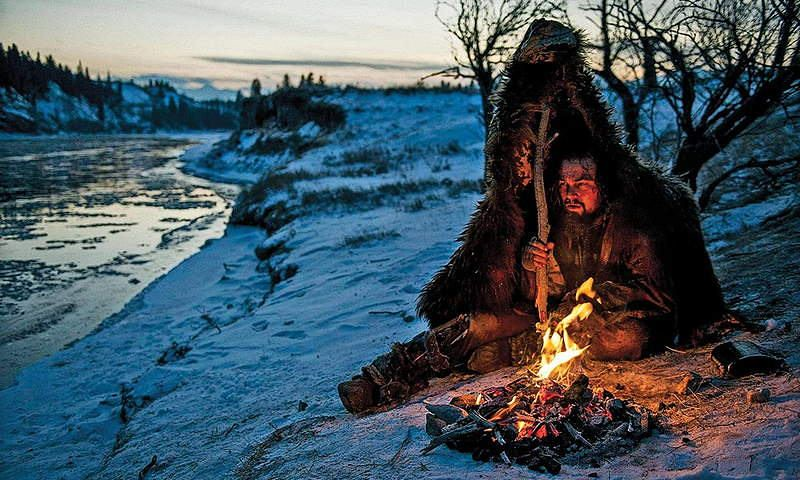 Leonardo DiCaprio as Hugh Glass fireplace and snowed river