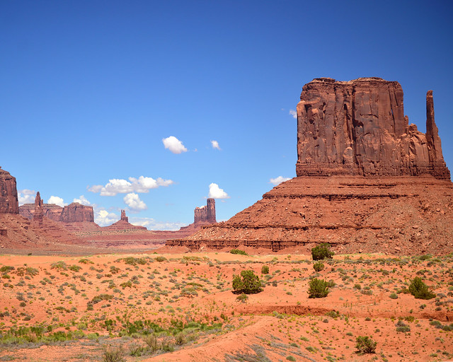 Mirador hacia el East and West Butte de Monument Valley