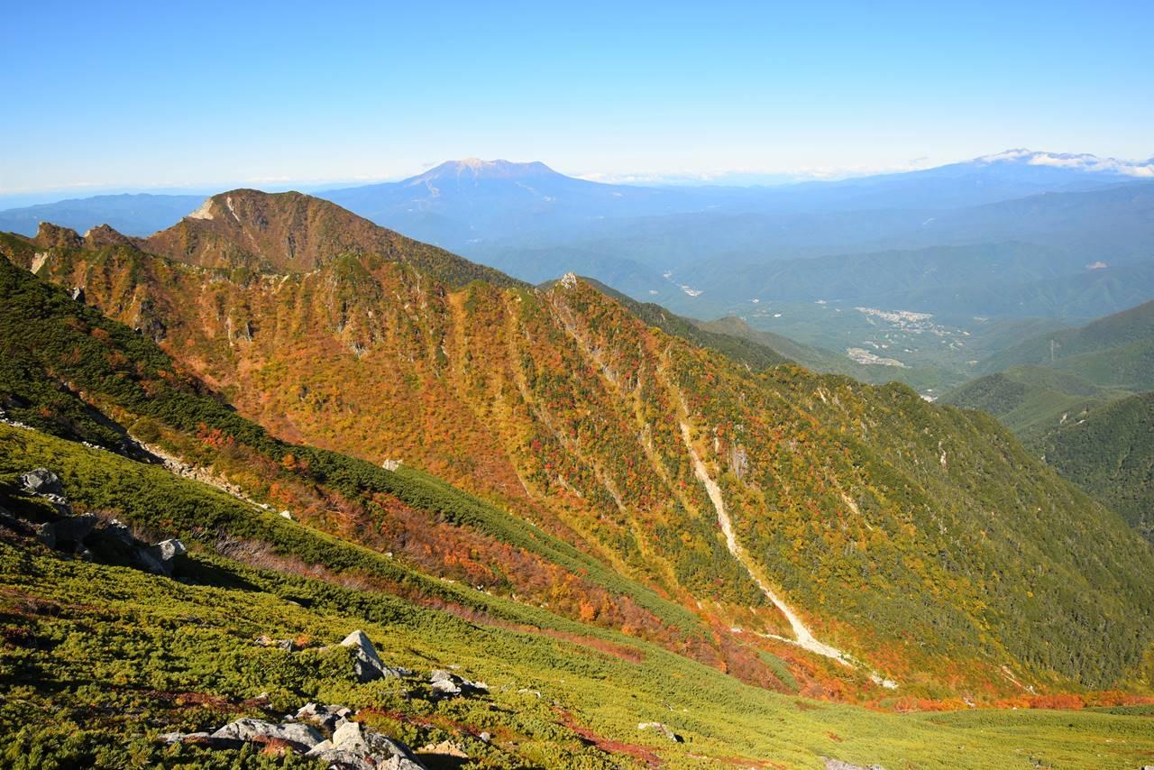 御嶽山と紅葉