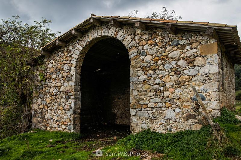 Cabanelles en la Serra del Catllaràs