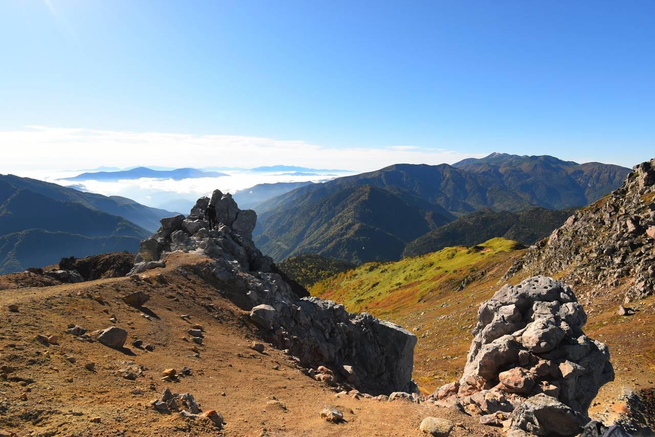 焼岳山頂の岩場