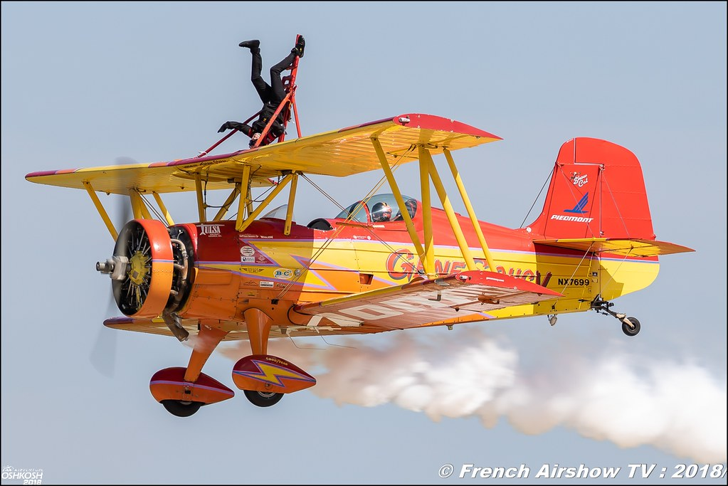 Showcat NX7699 Gene Soucy & Teresa Stokes Wingwalking genesoucy EAA AirVenture Oshkosh 2018 Wisconsin Canon Sigma France contemporary lens Meeting Aerien 2018