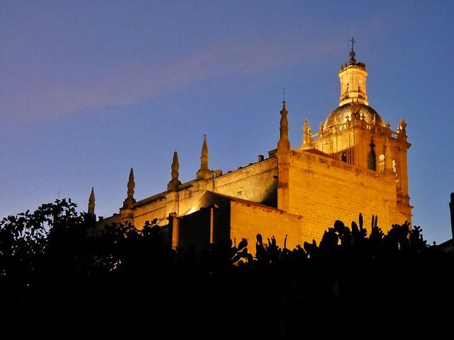 Catedral de Coria en la hora azul
