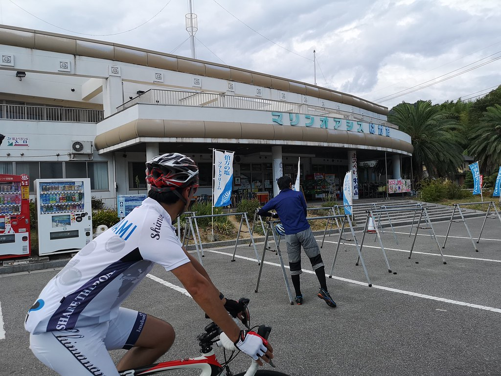 This rest-stop caters to cyclists who take the Shimanami Kaido. Lots of bicycle bays are available for cyclists to park their bikes while they take a break.