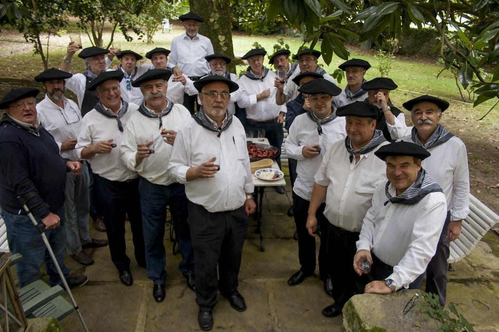 Los Chapelaundis del Bidasoa – Bidasoako Txapelaundiak