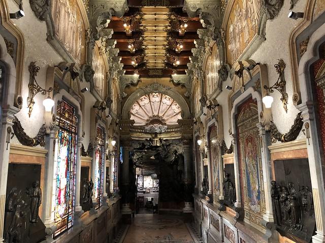 Vestíbulo que precede a la cueva de San Ignacio en Manresa