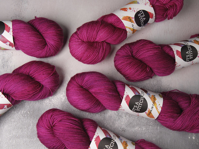 Favourite Sock – hand-dyed superwash merino 4 ply yarn 100g – 'La Vie En Rose'