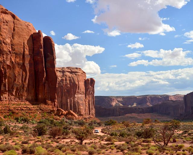 Espectaculares carreteras rodeados de roca por Monument Valley