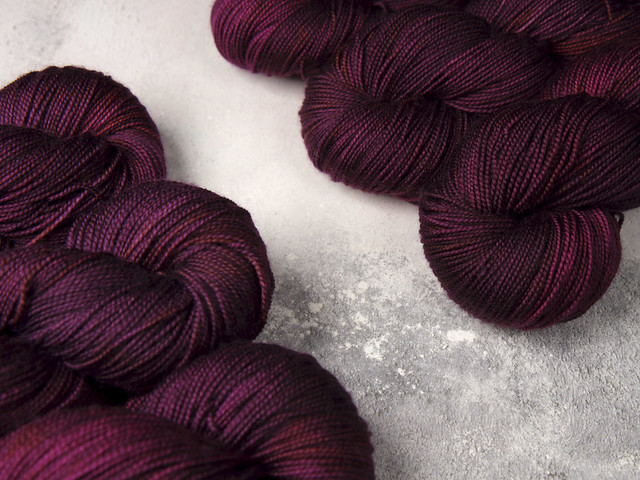Favourite Sock – hand-dyed superwash merino wool 4 ply yarn 100g – 'Dancing in the Dark' (purple)