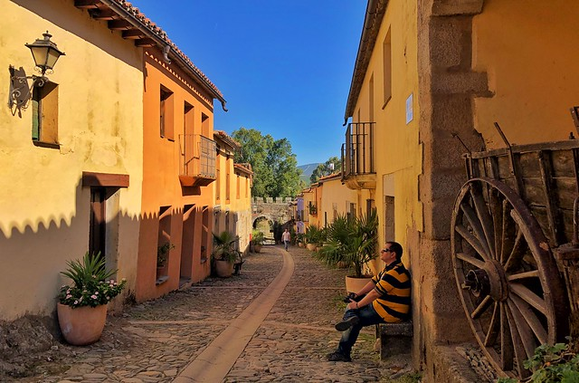 Sele en la calle Mayor de Granadilla (Tierras de Granadilla, Cáceres)