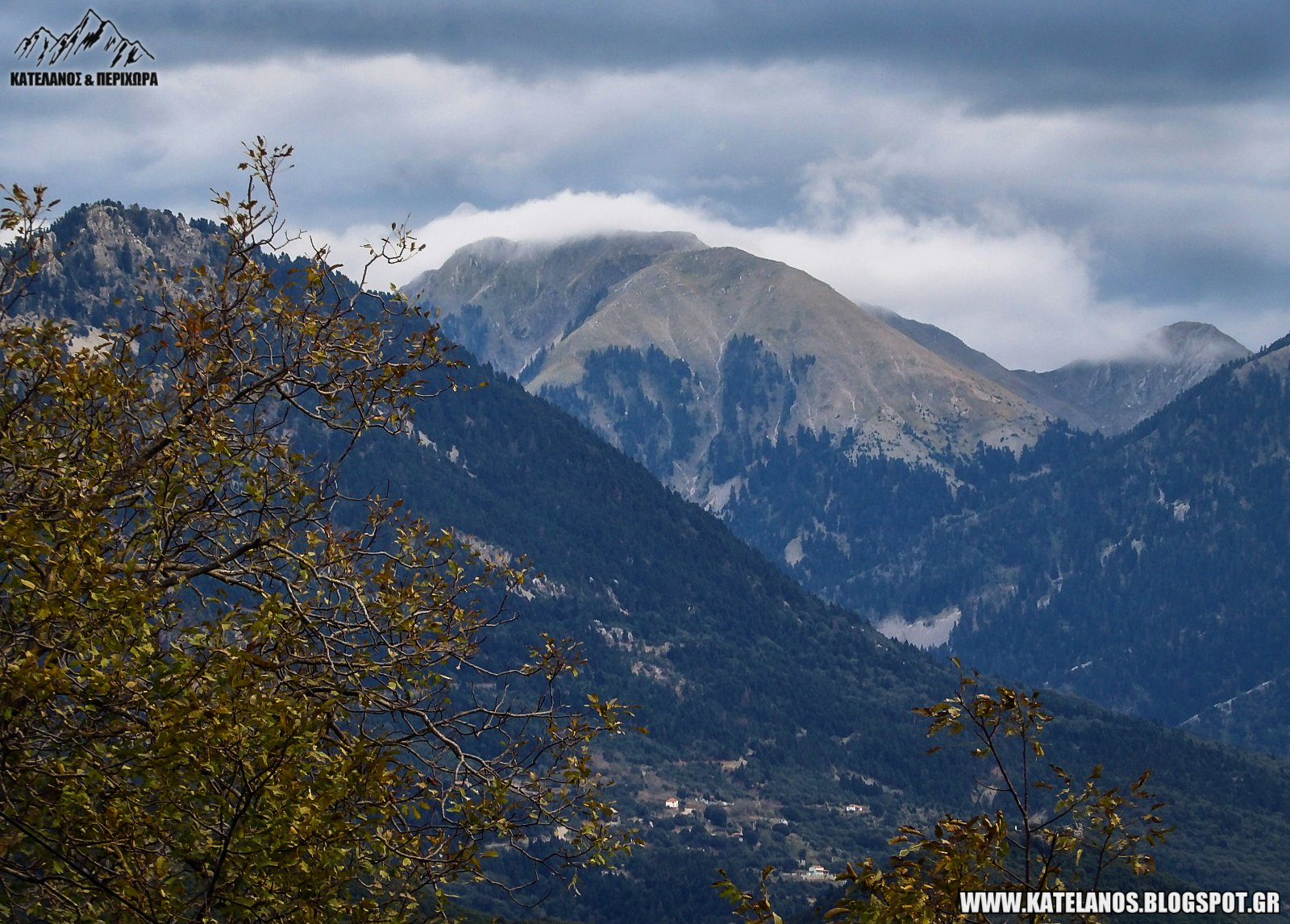 κατελάνος βουνό παλιοκερασιά αιτωλοακαρνανίας φθινόπωρο αντάρες σύννεφα