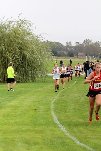 Emma Jasutis and Tatum Whisenant Run for Yorkville
