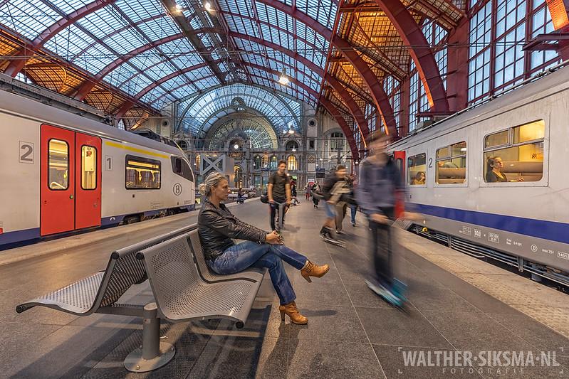 'Waiting' met Donika Davids, station Antwerpen-Centraal