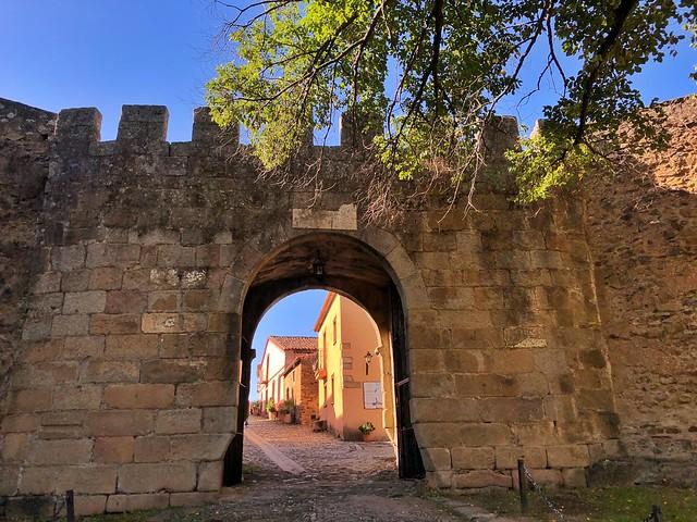Puerta de acceso a Granadilla por la muralla árabe (Tierras de Granadilla, Cáceres)