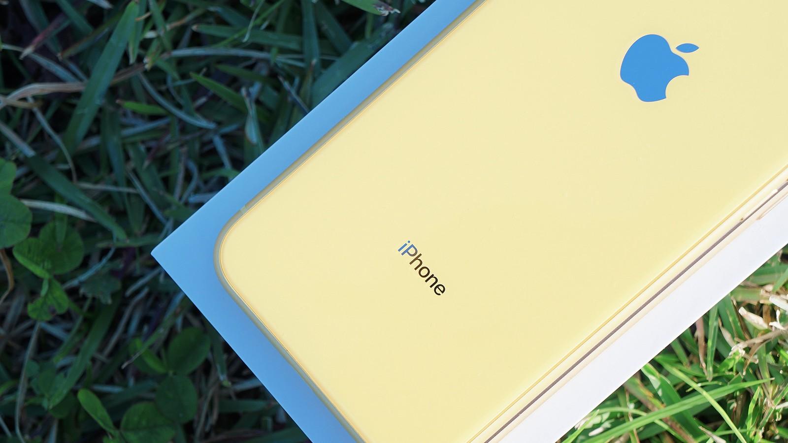 iPhone XR レビュー - ポップで美しいカラバリ