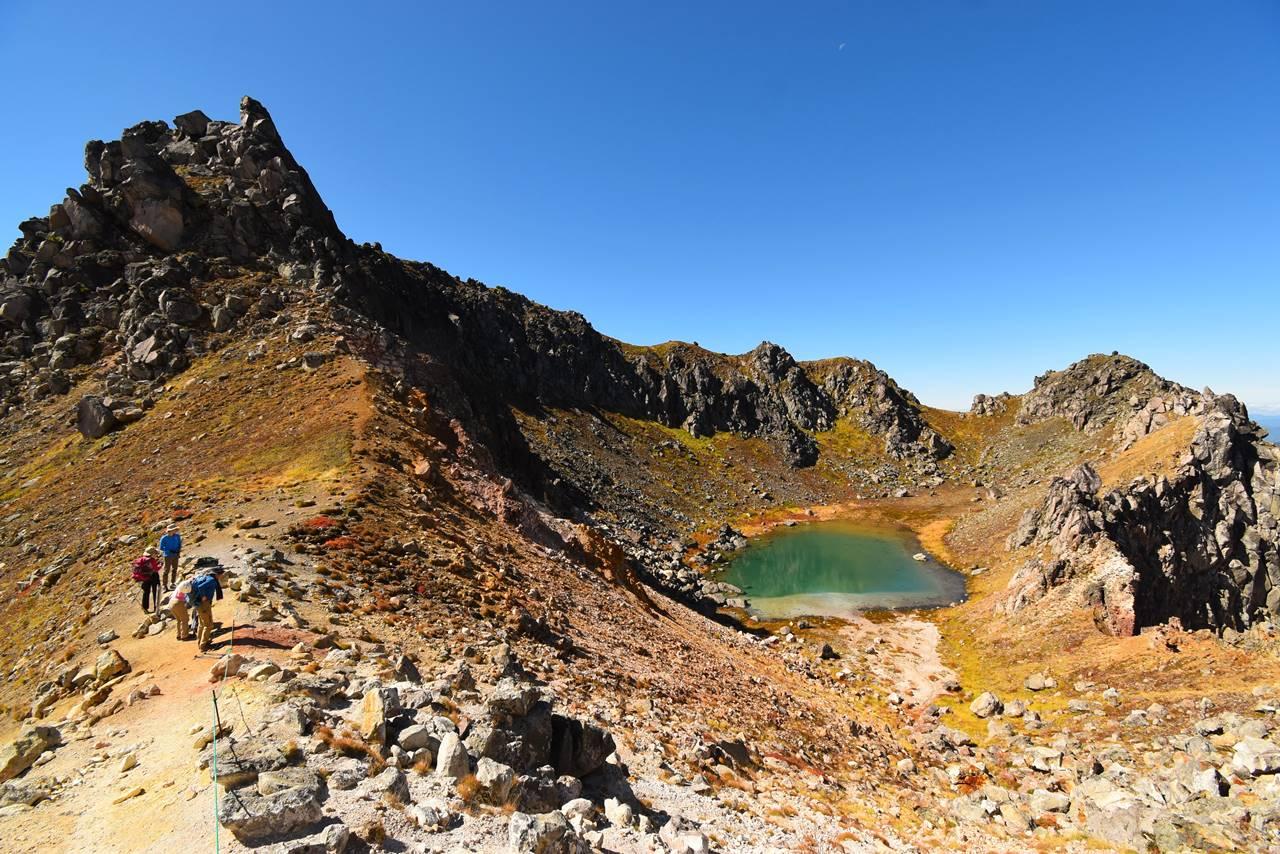焼岳南峰と火山湖