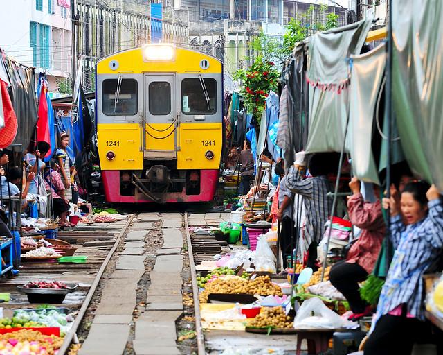 Excursión en Tailandia al tren de Mae Klong