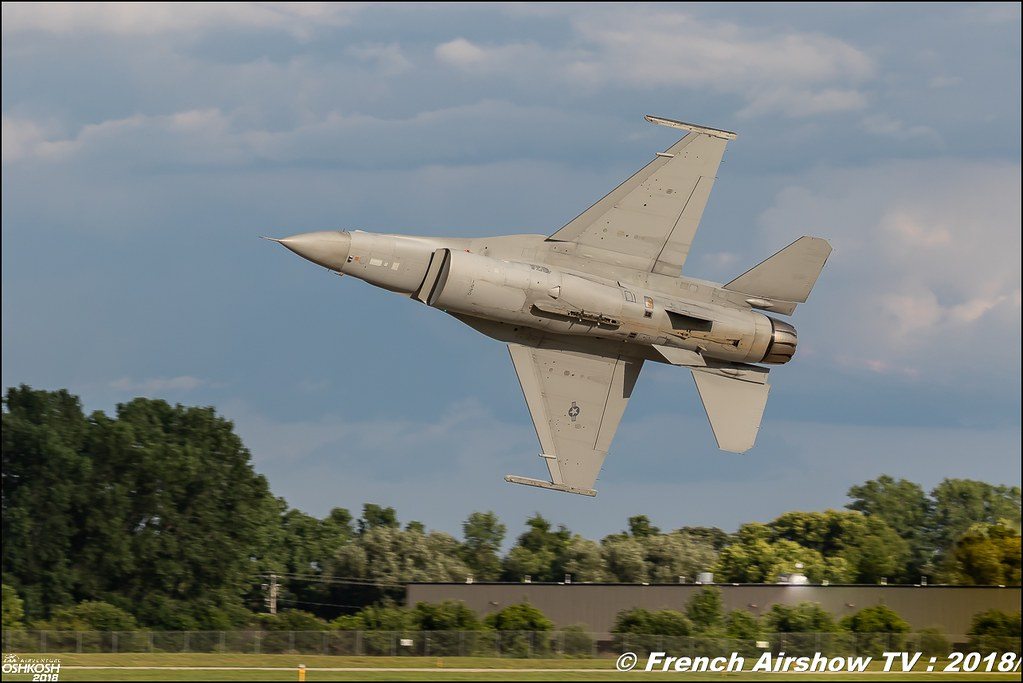 The Air Combat Command F-16 Viper Demonstration Team F-16 Fighting Falcon EAA AirVenture Oshkosh 2018 Wisconsin Canon Sigma France contemporary lens Meeting Aerien 2018