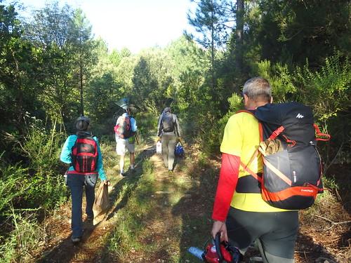 Sur la piste Mela/Lora à l'aller : l'équipe en route