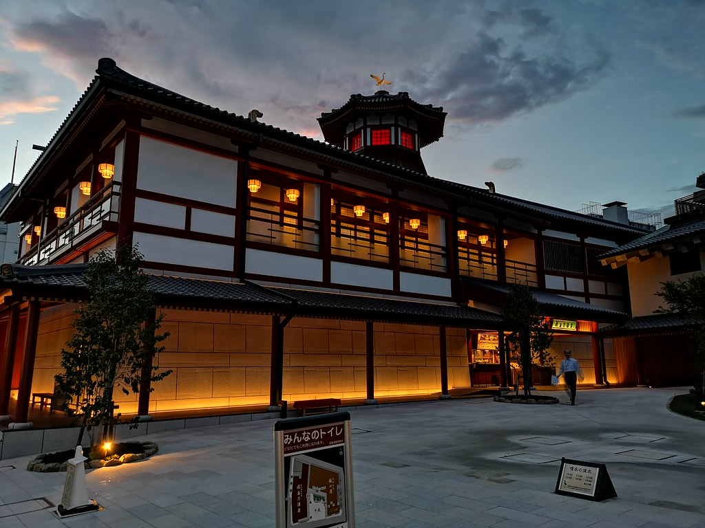 Asuka-no-yu is located opposite Tsubaki-no-yu. It is a luxurious bath house with private onsen rooms fit for royalty.