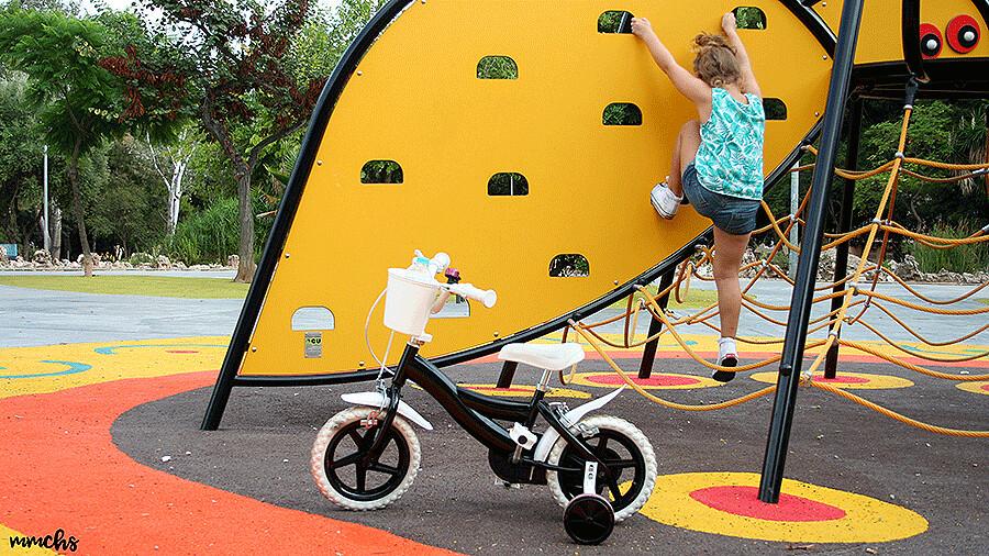 Manualidades, transformar una bici de niños pintándola