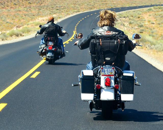 Moteros a lomos de Harleys en la Costa Oeste de EEUU