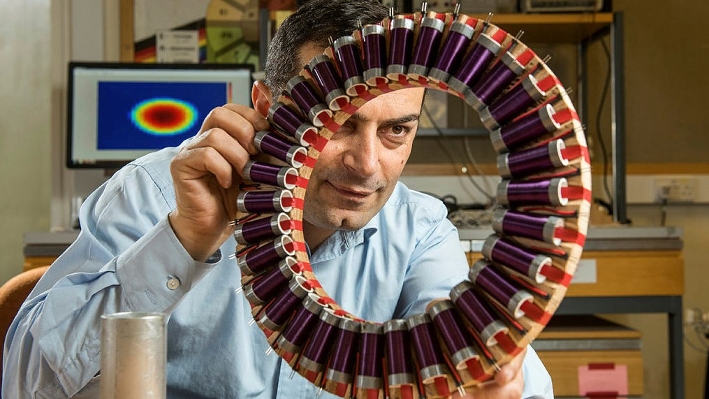 Manuch Soleimani公司正在开发一种新的断层扫描技术,该技术将使钢铁行业能够连续、无接触地评估和测量钢铁凝固时的状态.