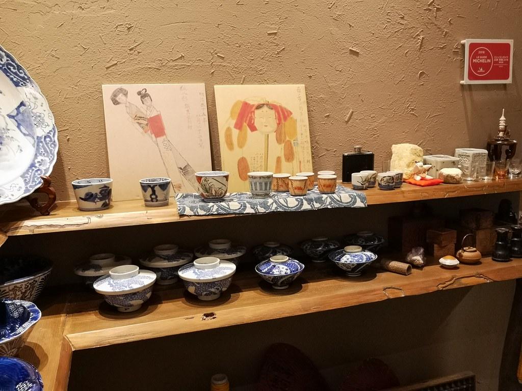 Tobe ceramics on display at Tomisoba.