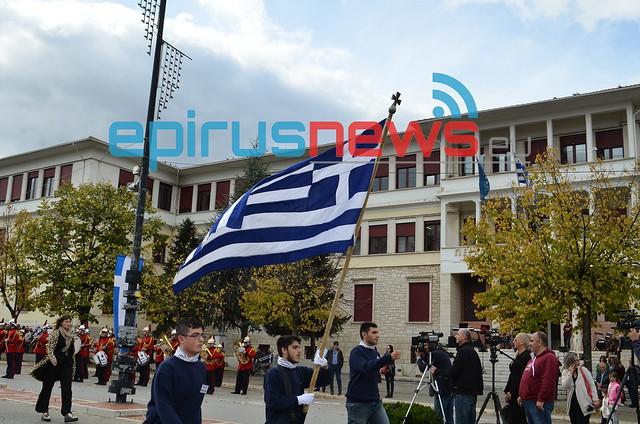 """Ολοκληρώθηκαν με την Παρέλαση οι εορταστικές εκδηλώσεις για την Επέτειο του """"ΟΧΙ"""" (φωτορεπορτάζ)"""