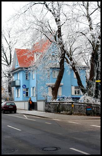 schnee in dachau iv das blaue haus mromega flickr. Black Bedroom Furniture Sets. Home Design Ideas