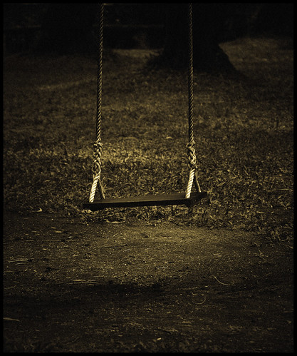 empty swing | by .rein.