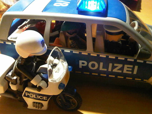 playmobil polizei police car with criminal and motorcycl. Black Bedroom Furniture Sets. Home Design Ideas