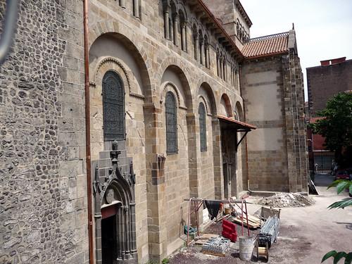 Basilique notre dame du port de clermont ferrand for Casiers de rangement clermont ferrand
