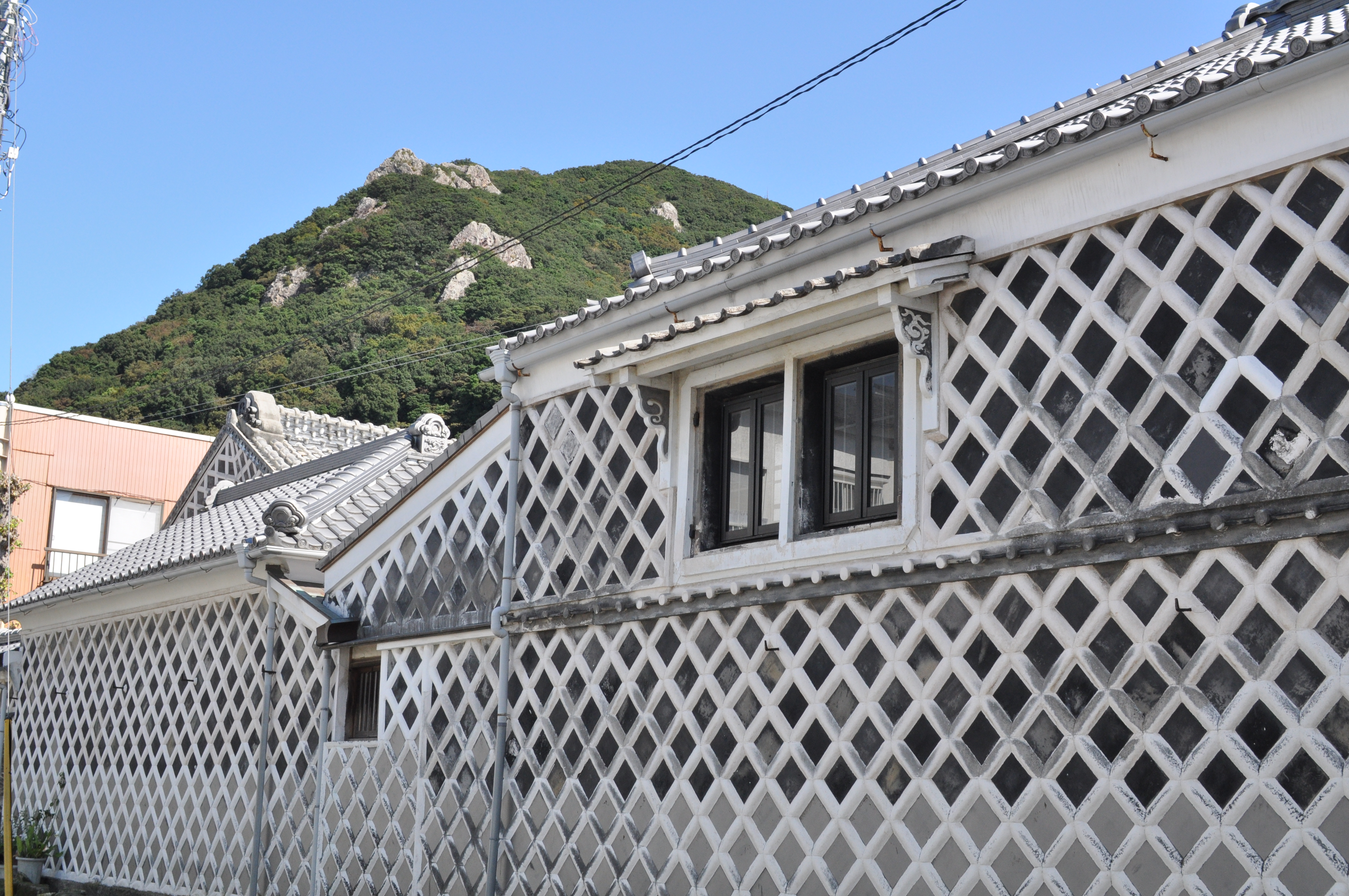 Namako-kabe house