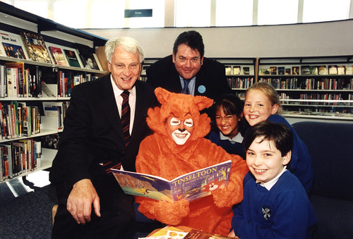 069439:Official opening of East End Library Byker Unknown 2000