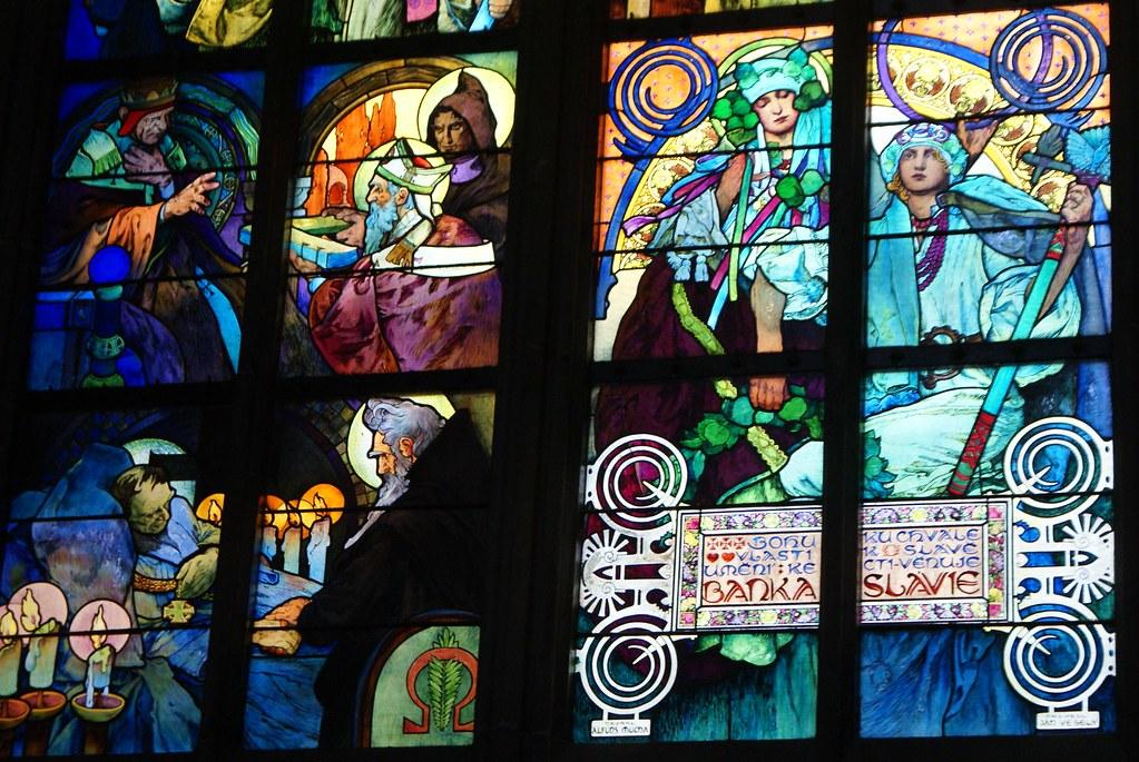 Vitraux de la cathédrâle de Prague réalisés par Mucha.