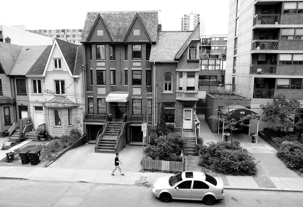 """Toronto's """"Half House"""" Oddity .... Toronto, Ontario"""