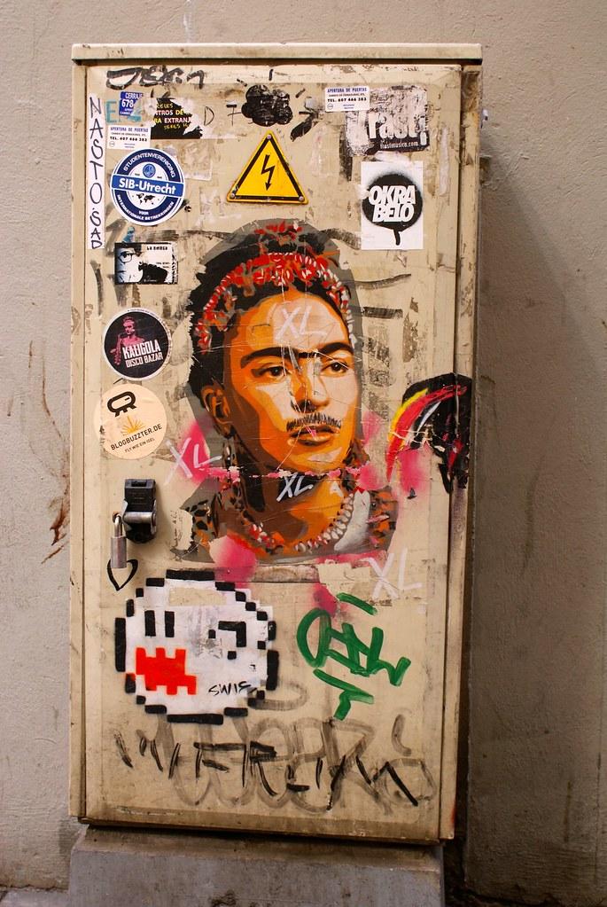 Street art à Barcelone en hommage à la peintre mexicaine Frida Kahlo.