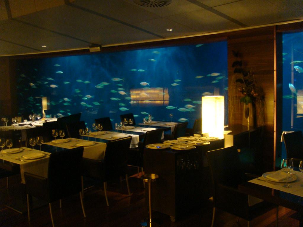 Restaurante submarino l 39 oceanografic valencia flickr - Restaurante entrevins valencia ...