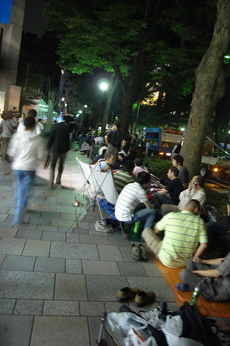 Long lines for Japanese iphone 3g in Harajuku | by veroyama