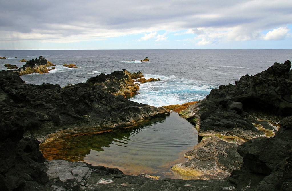 Piscinas naturales de mosteiros a ores piscinas for Portugal piscinas naturales