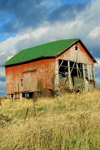 barn | by Aunt Owwee